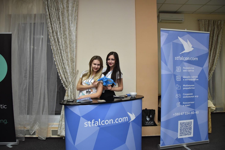 Дівчата зі студії stfalcon.com