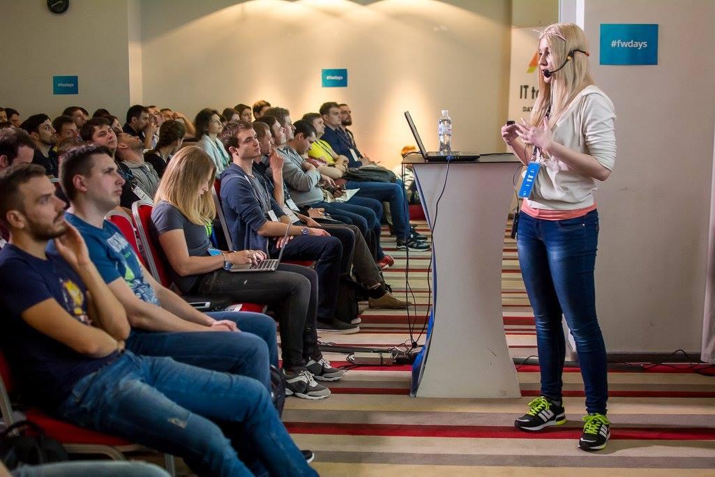 Олена Жукова на JS frameworks day 2016